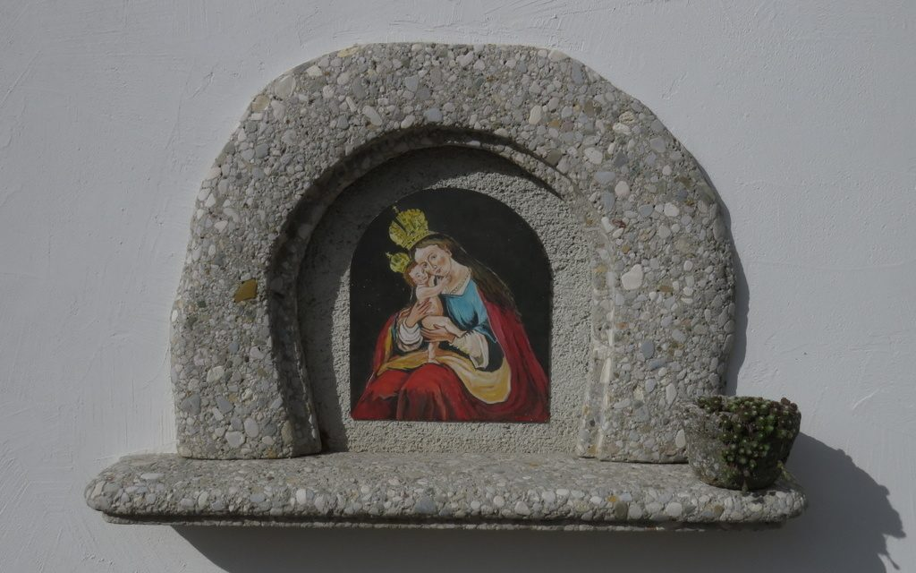 Portali za okna in vrata, vodnjak